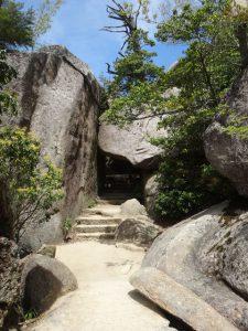 宮島・弥山・くぐり岩